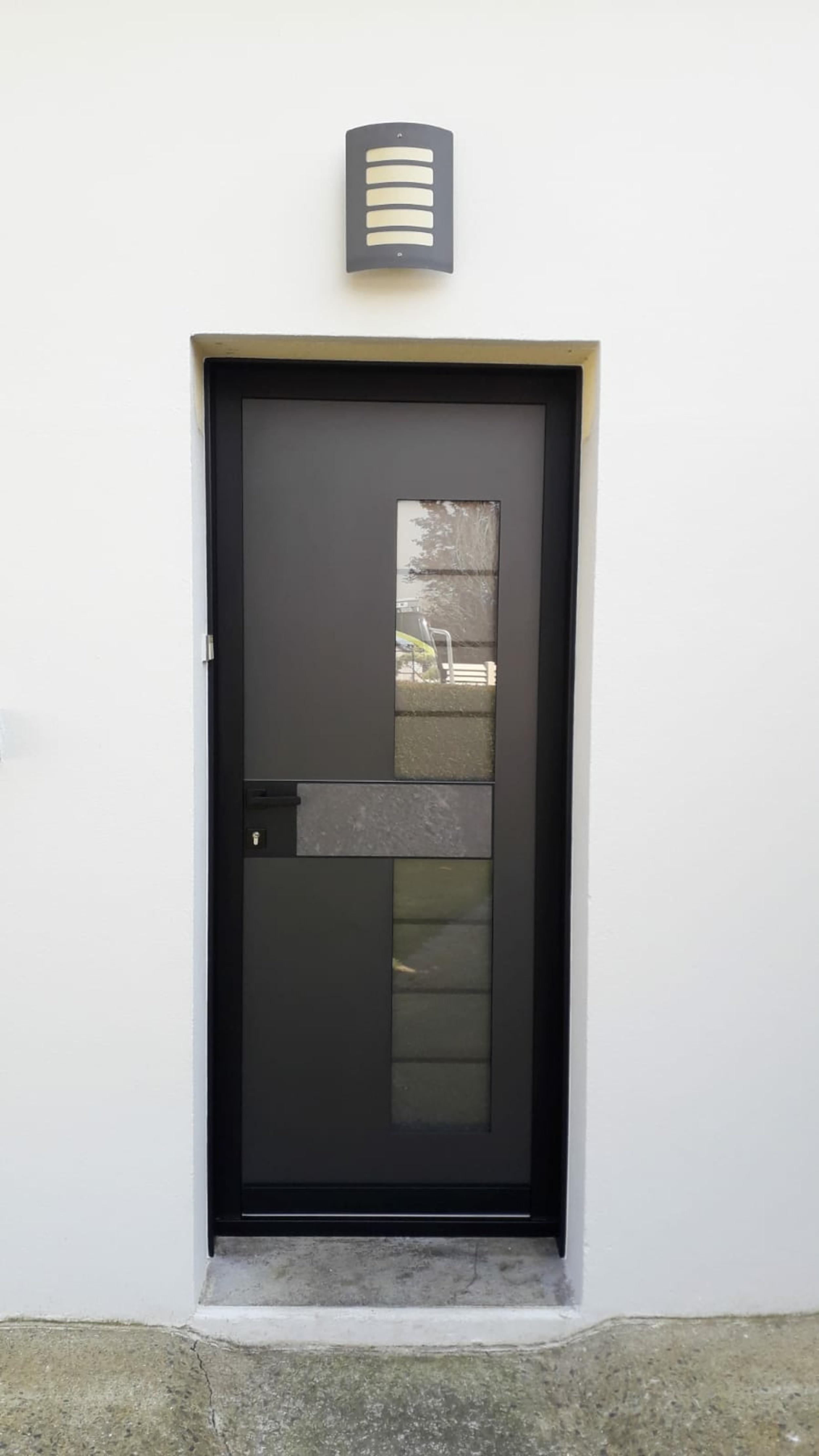 Avant/aprés : porte d''entrée avec insert granit - Queven