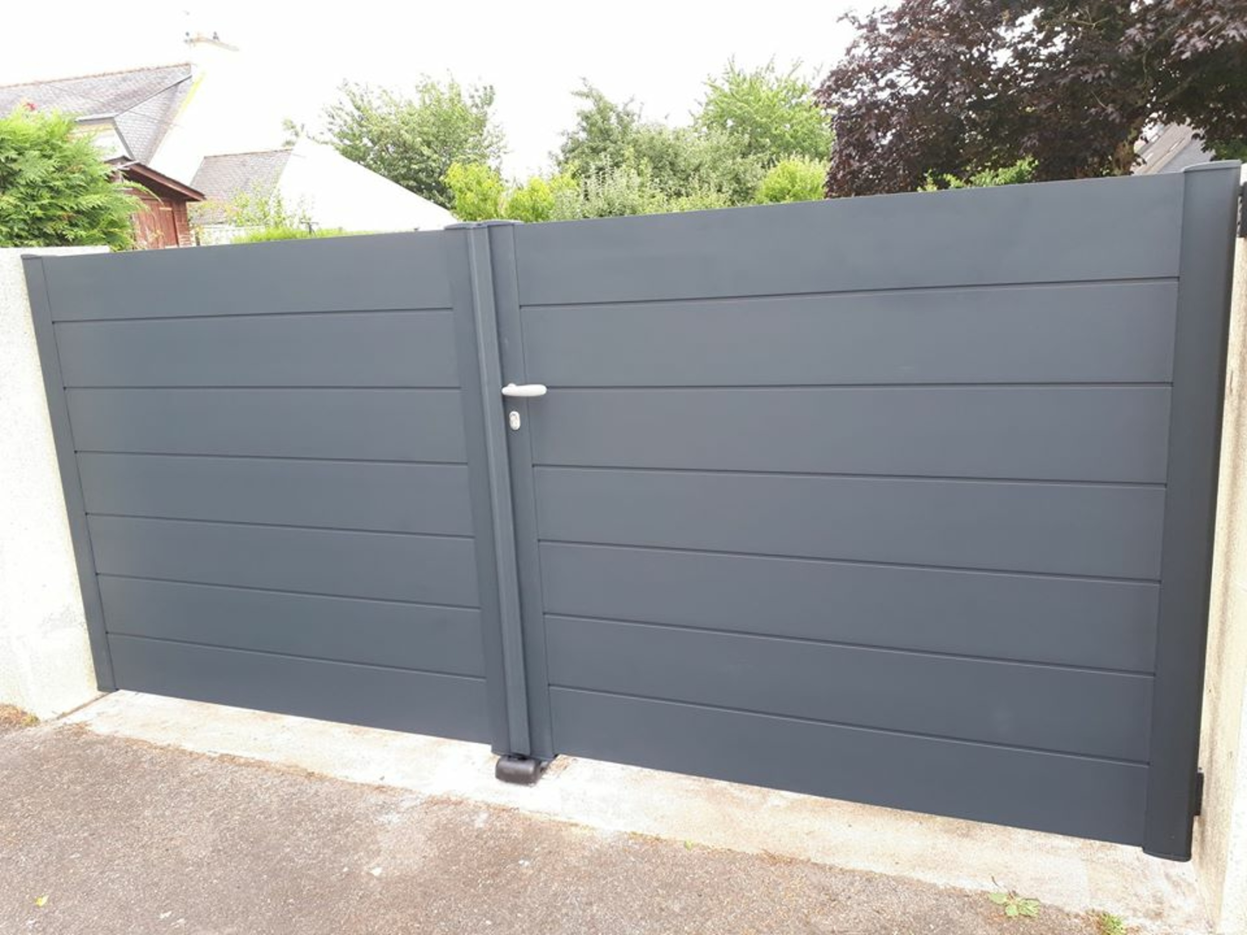 Installation d''un portail en aluminium - Hennebont (56)