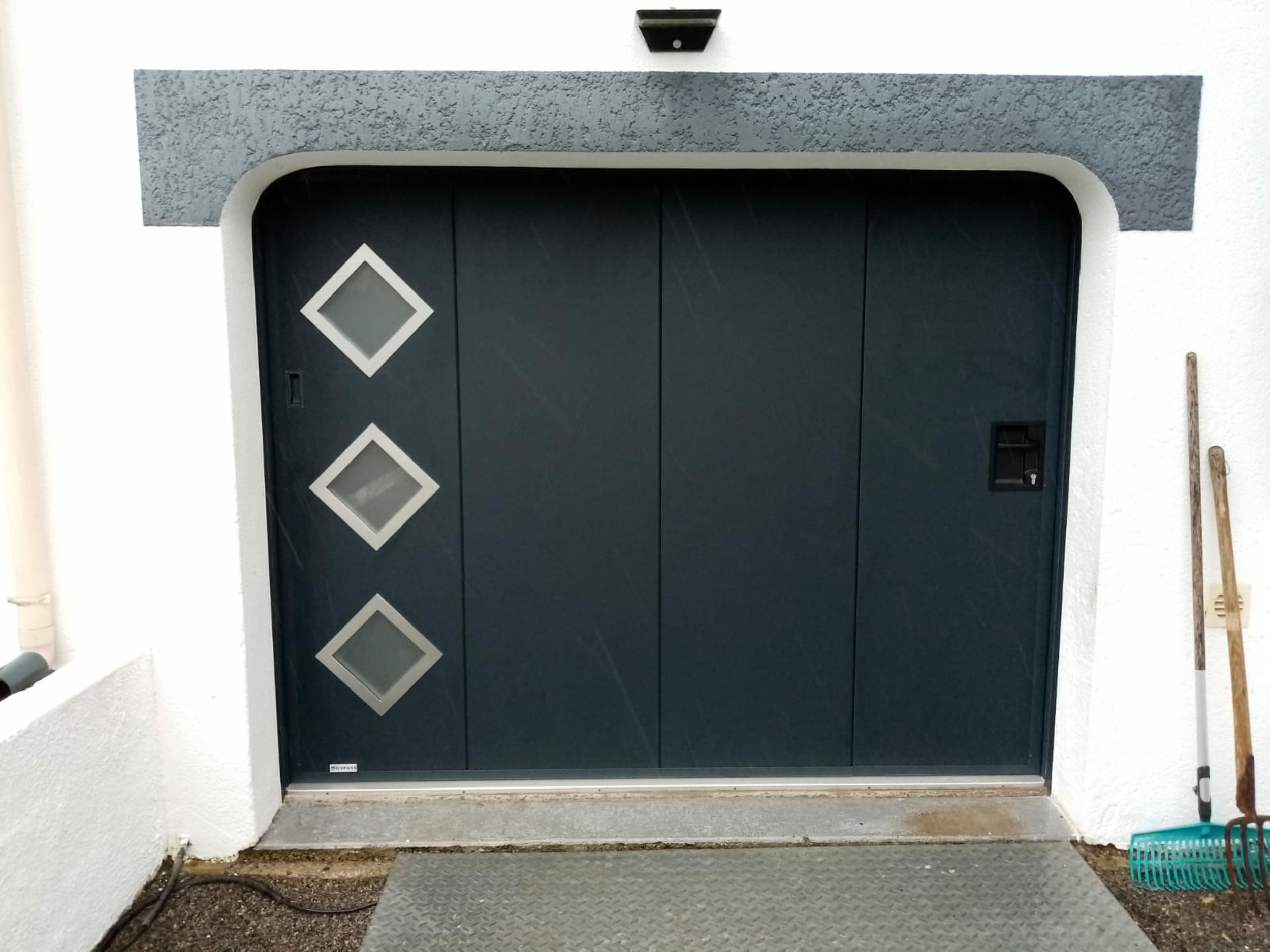Installation porte de garage motorisée à déplacement latéral