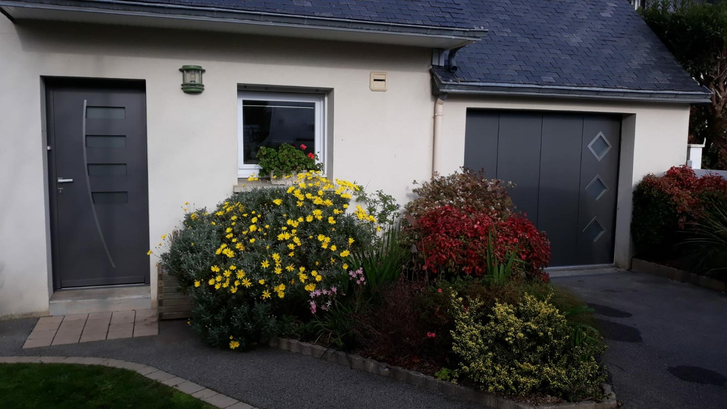 Installation porte de garage motorisée et porte d''entrée - Lanester