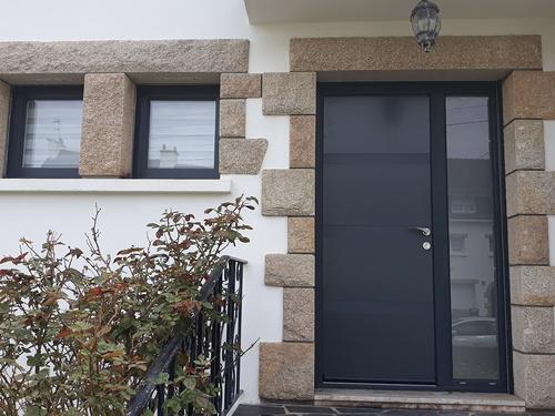 Installation d''une porte d''entrée en aluminium - Locmiquelic (56)