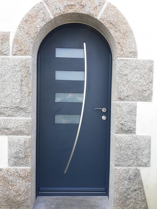 Installation d''une porte d''entrée cintrée - Caudan (56)