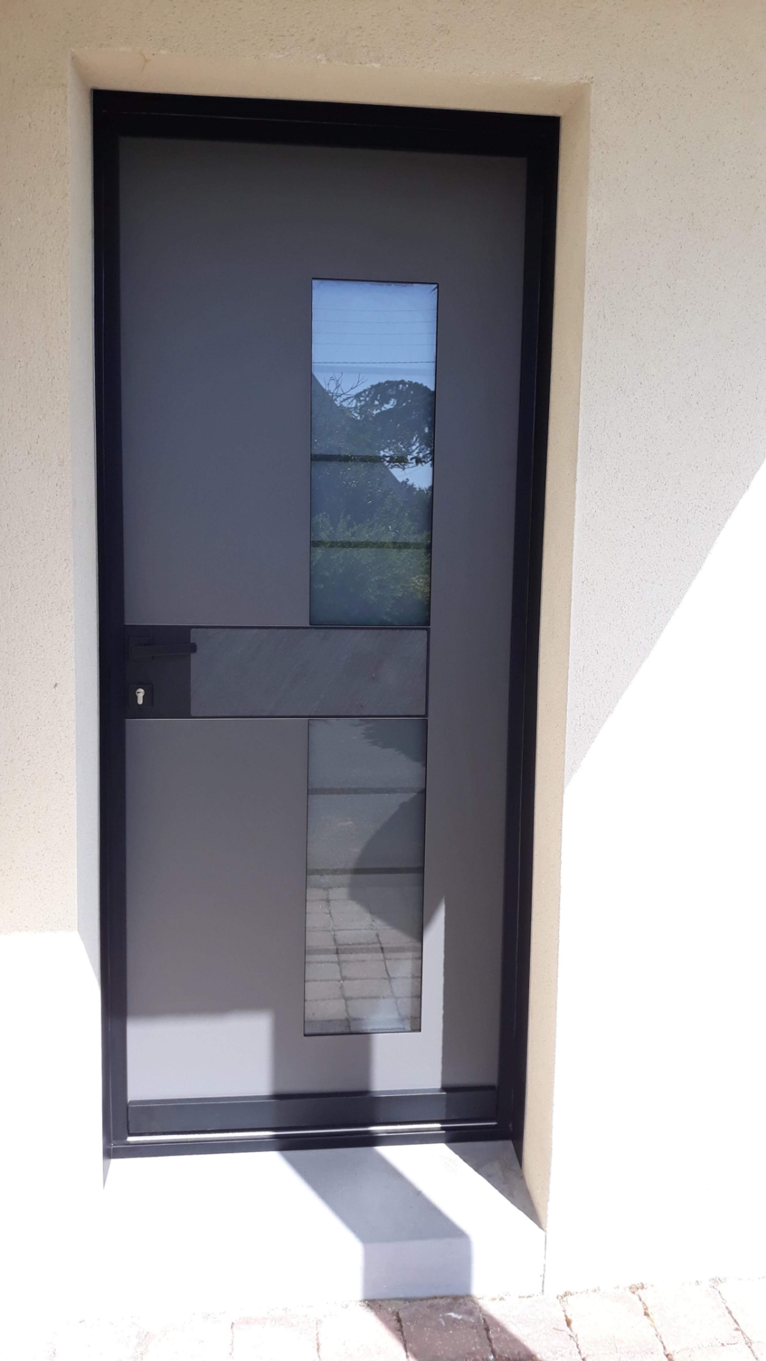Installation d''une porte d''entrée à Lorient