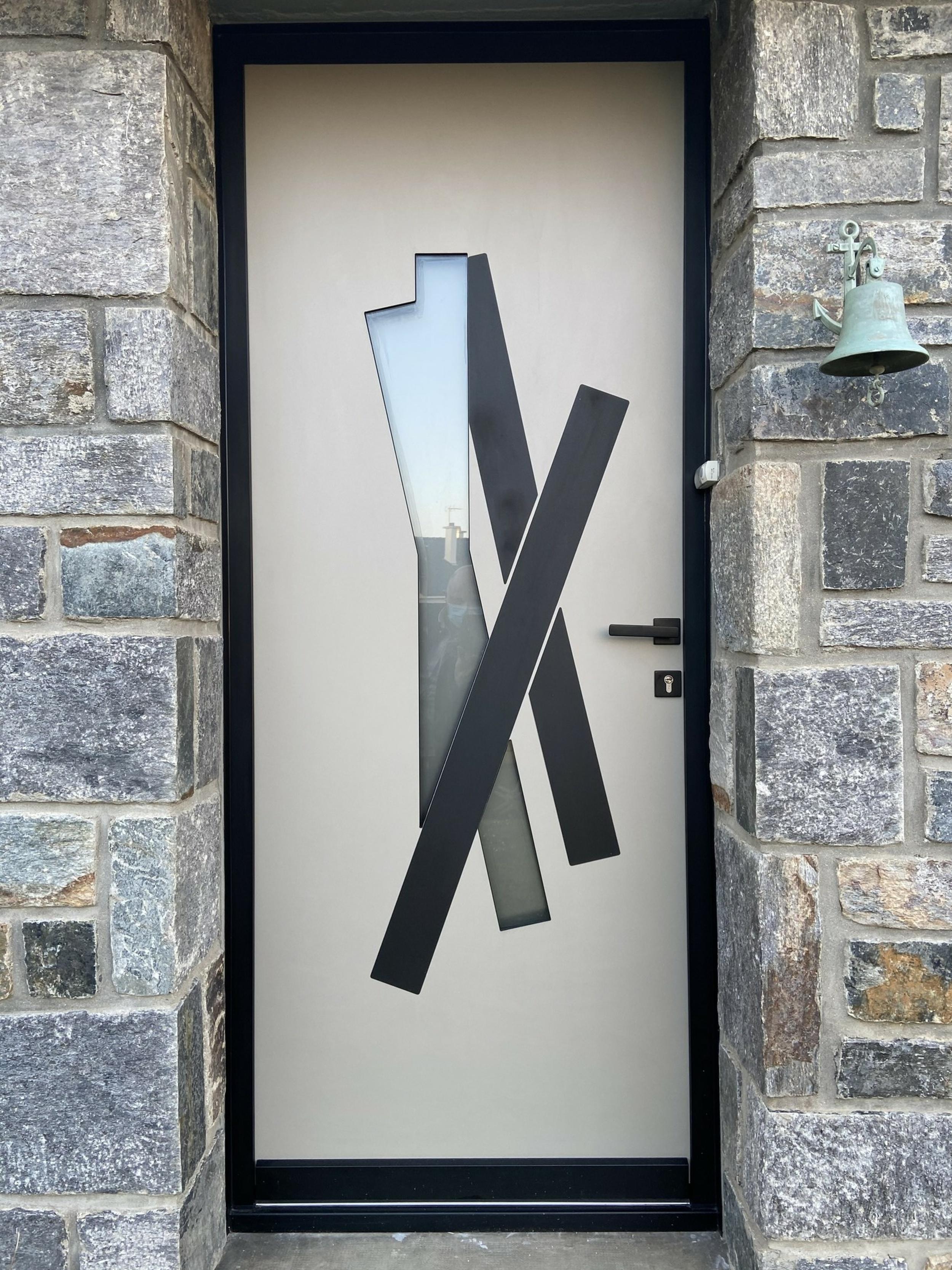 Porte d''entrée alu avec cadre et insert noirs- Hennebont