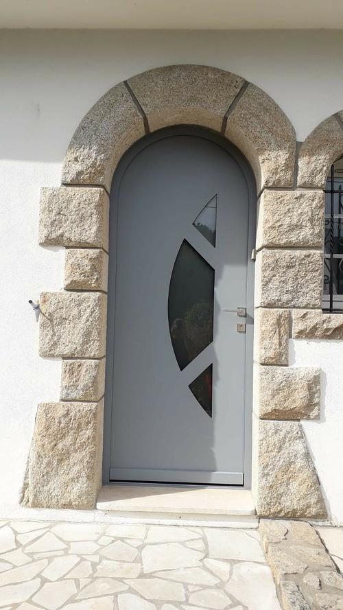 Porte entrée alu cintrée avec inclusions vitrées