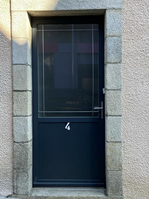Porte entrée alu vitrée - soubassement plein
