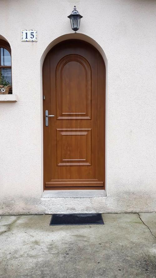 Porte d''entrée bois cintrée - Quimperlé