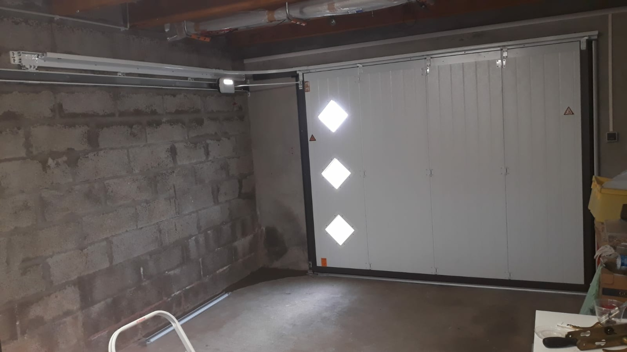 Porte de garage latérale motorisée - Lanester