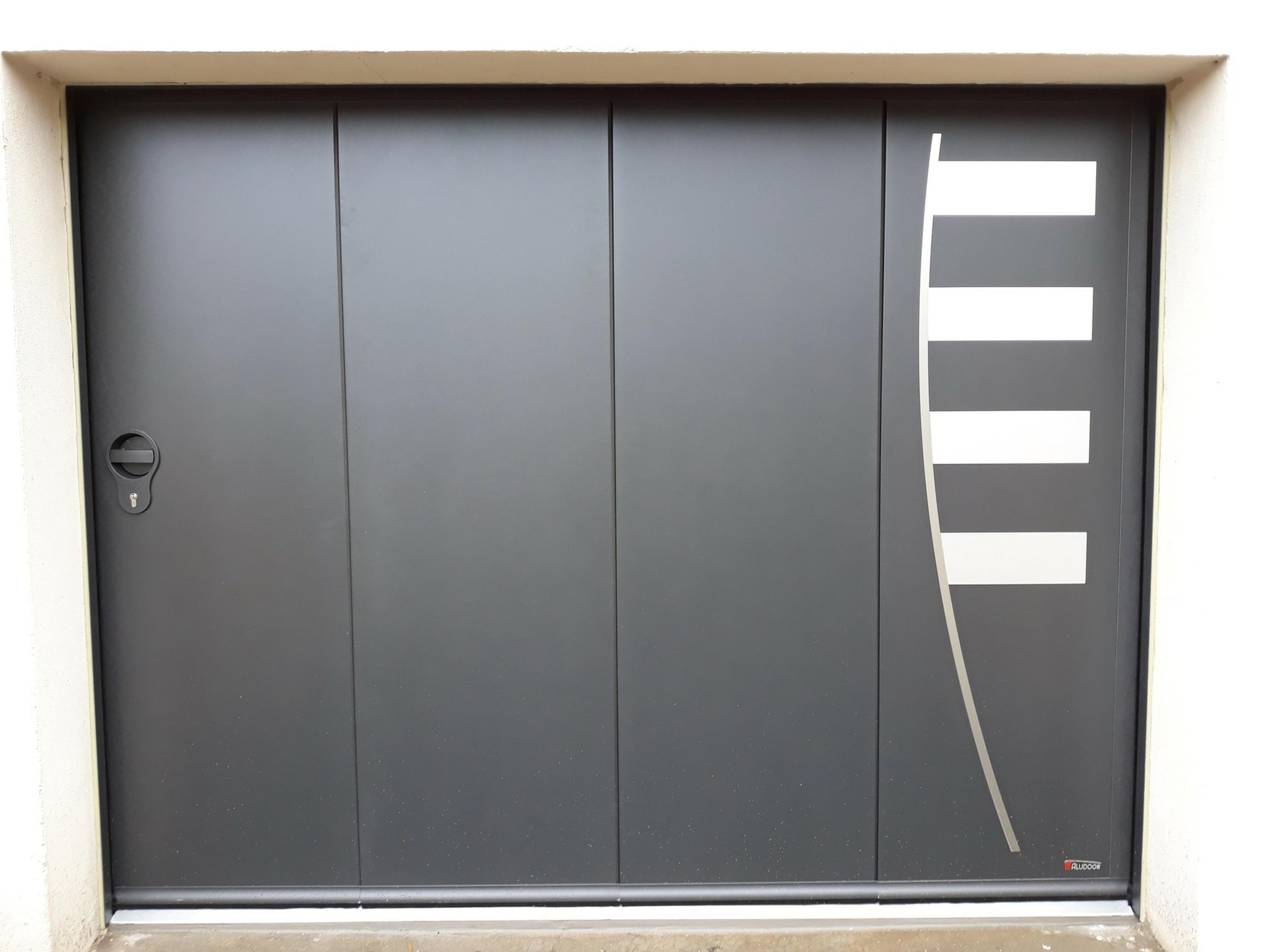 Porte de garage latérale motorisée - 4 vantaux