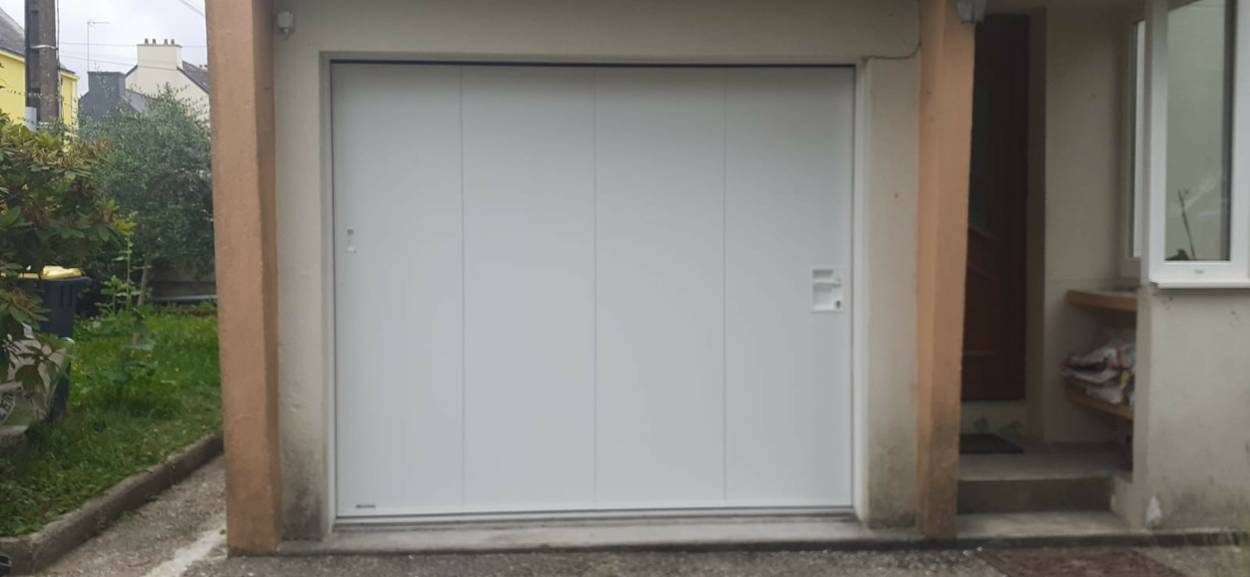 Porte de garage latérale motorisée