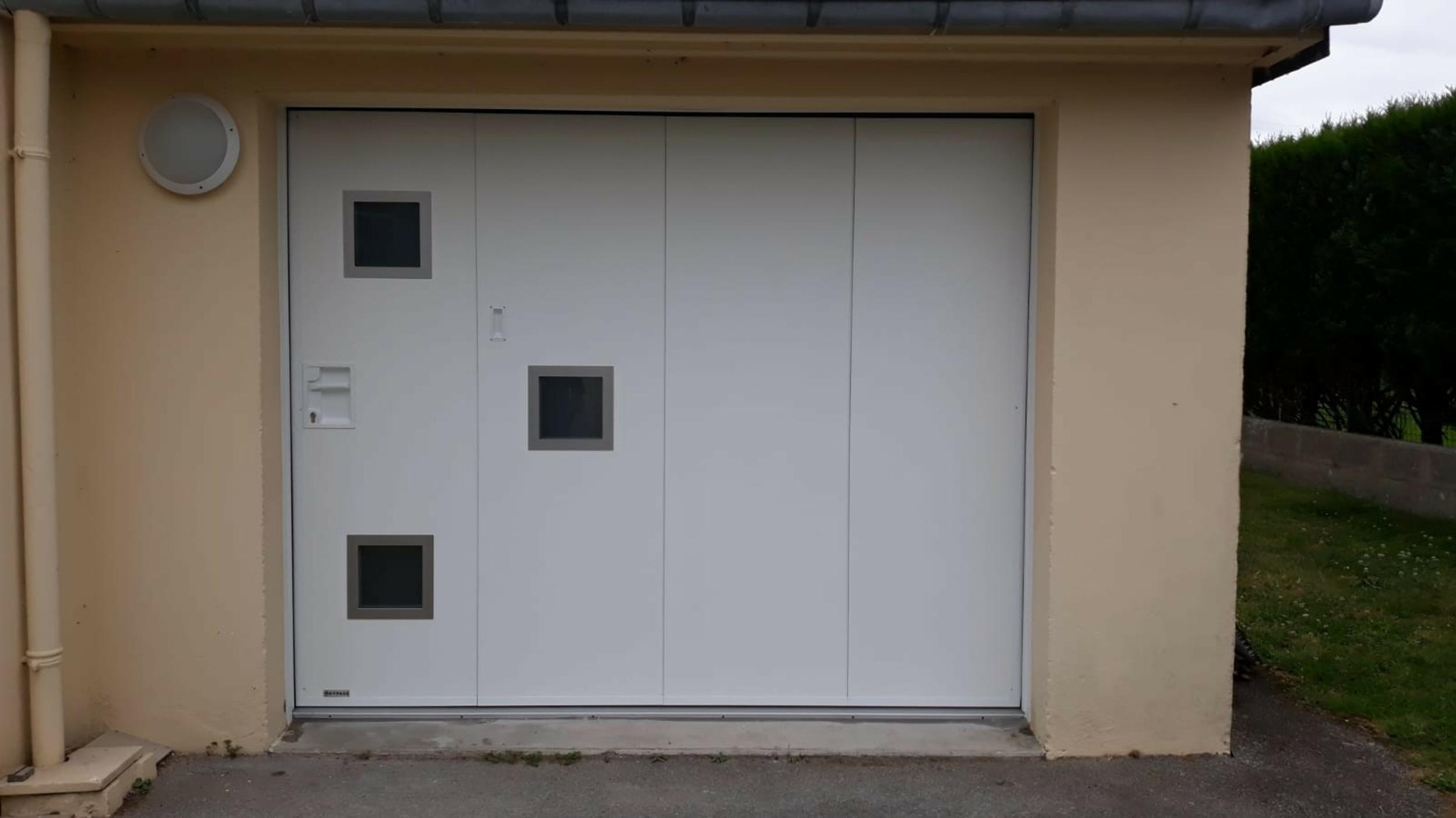 Porte de garage manuelle avec portillon - Locmiquélic