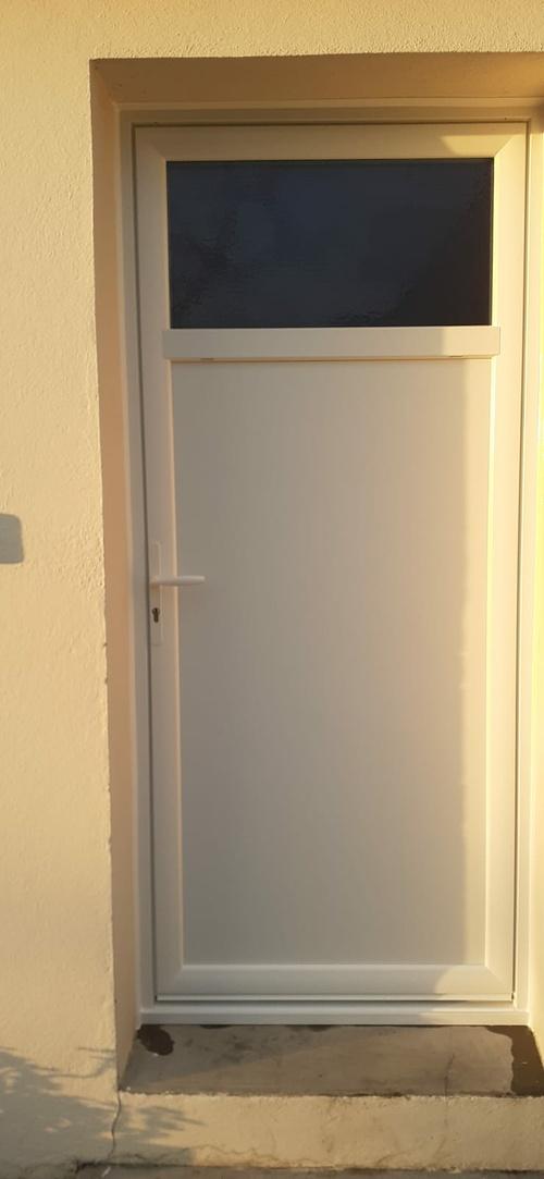Porte de service PVC avec occulus - Lorient