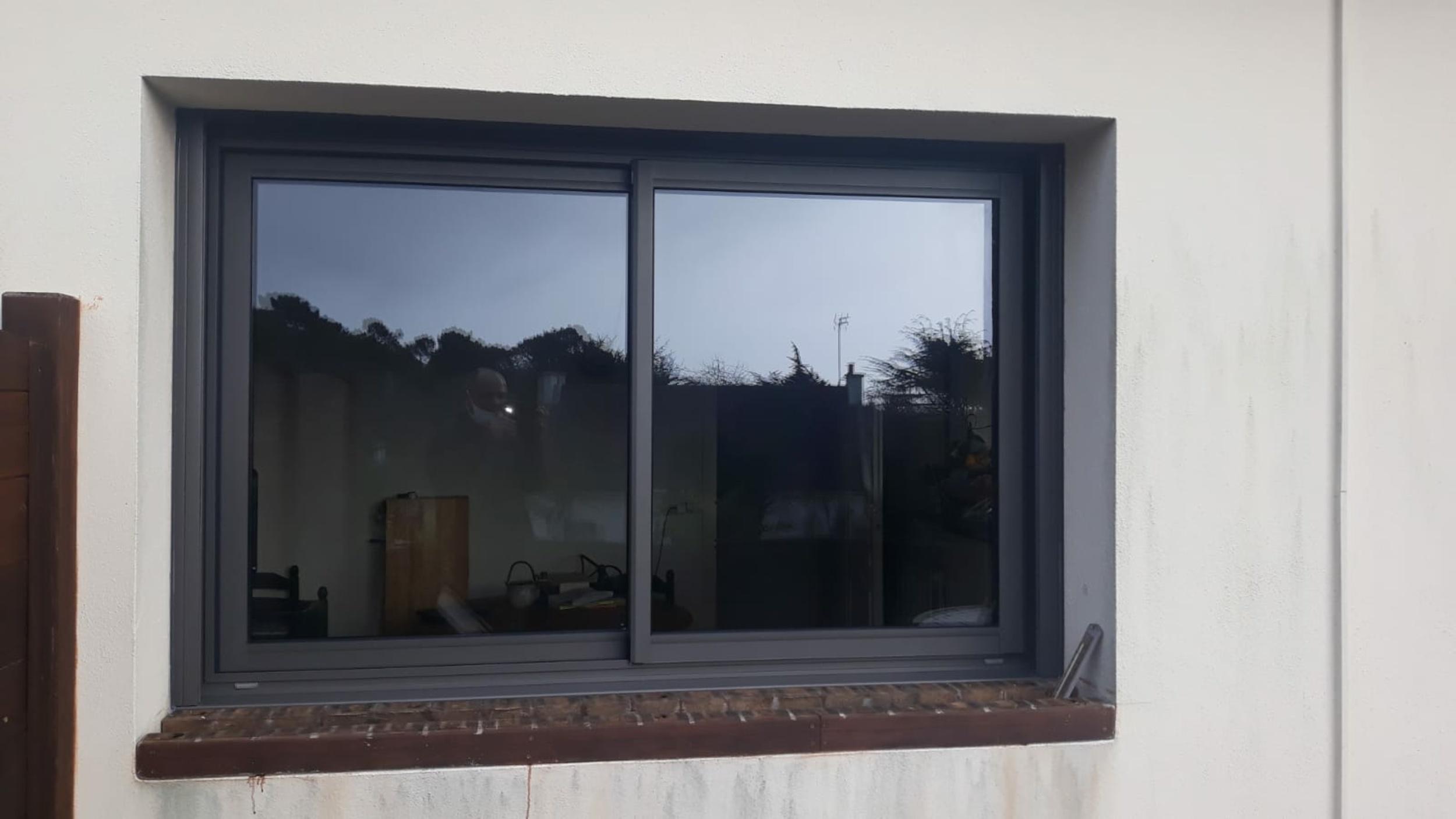 Pose baie vitrée coulissante alu gris sablé -