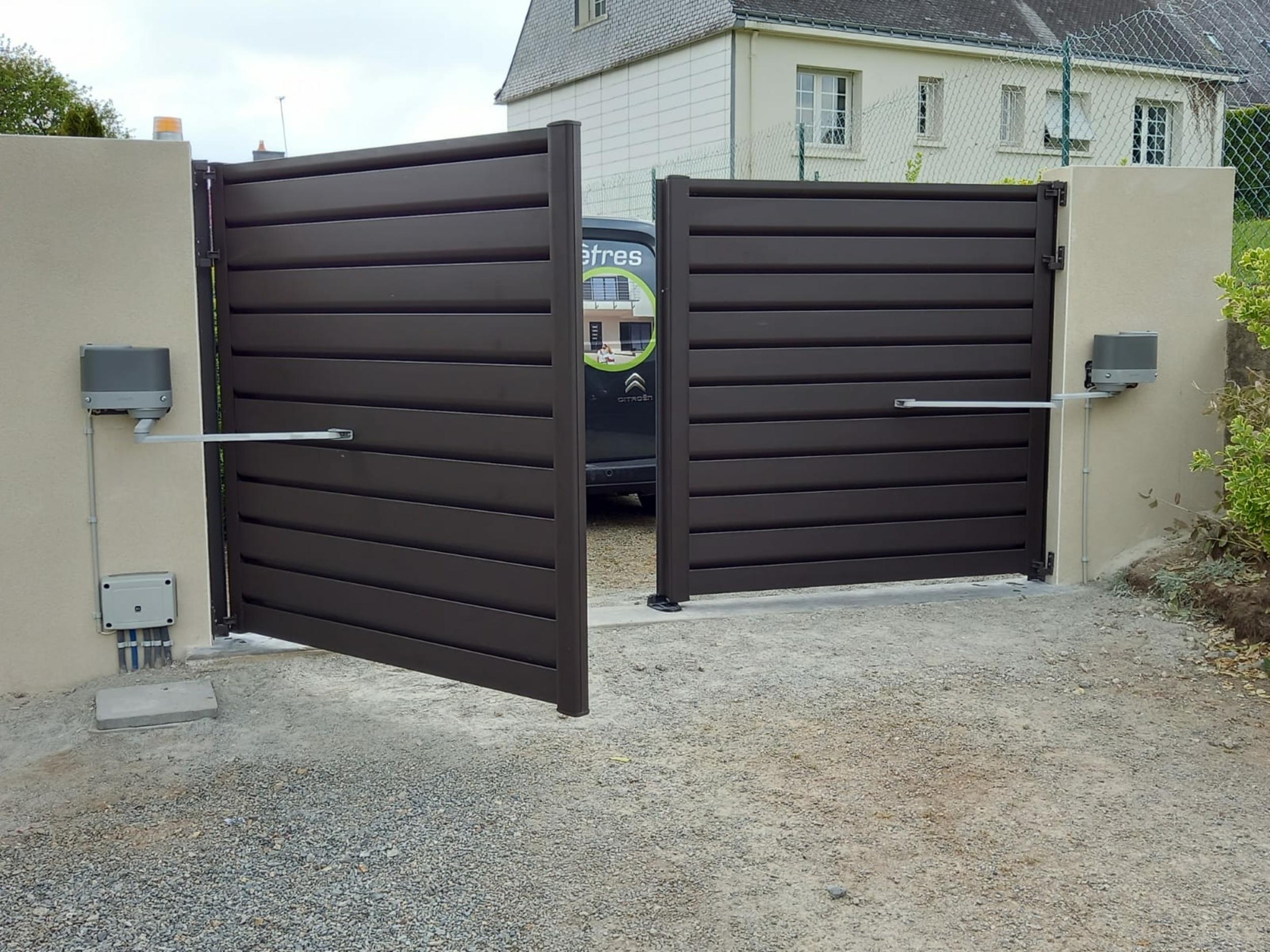 Pose portail aluminium - motorisation SOMFY - Caudan