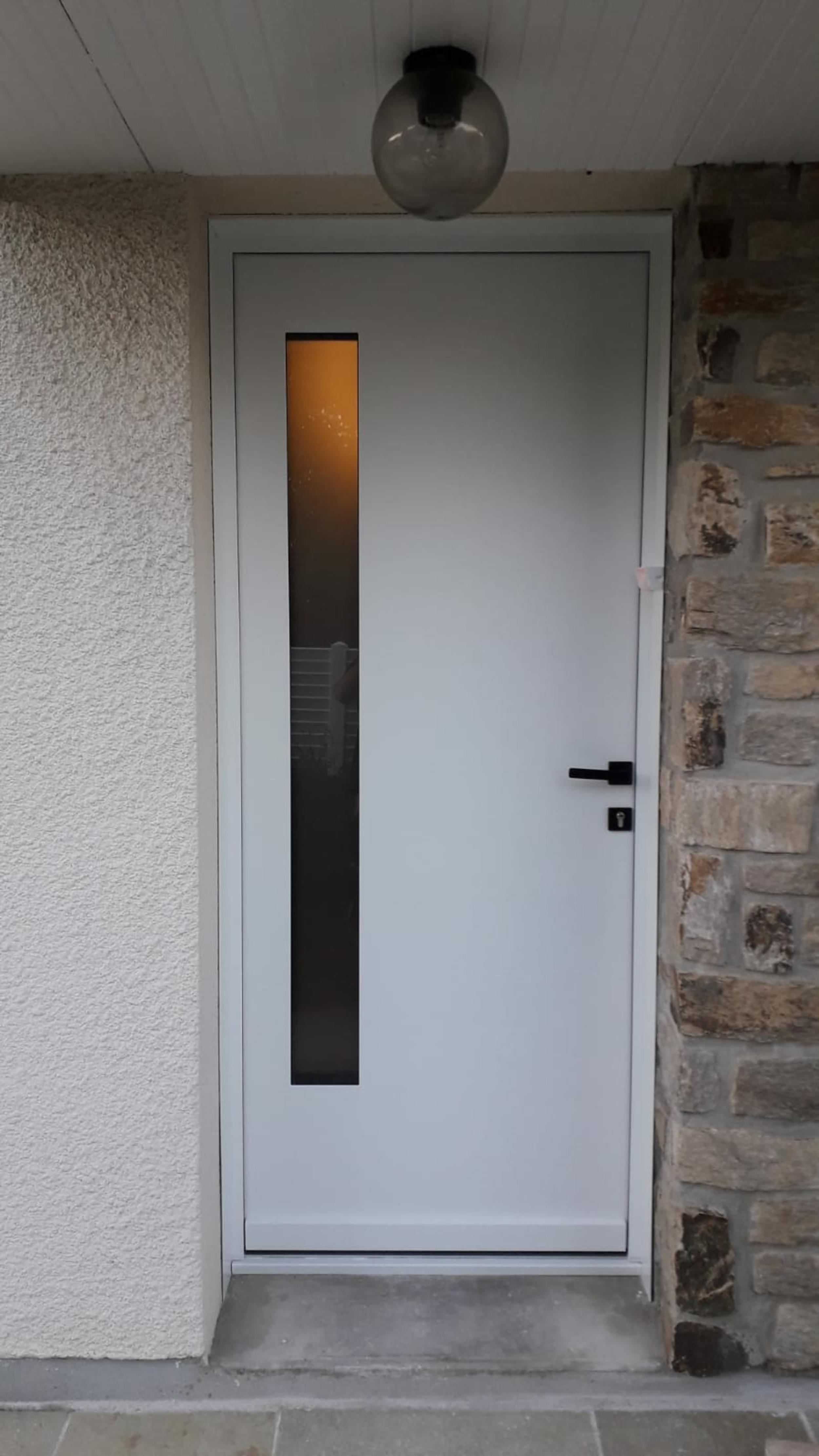 Pose porte entrée alu blanche - Lanester -56