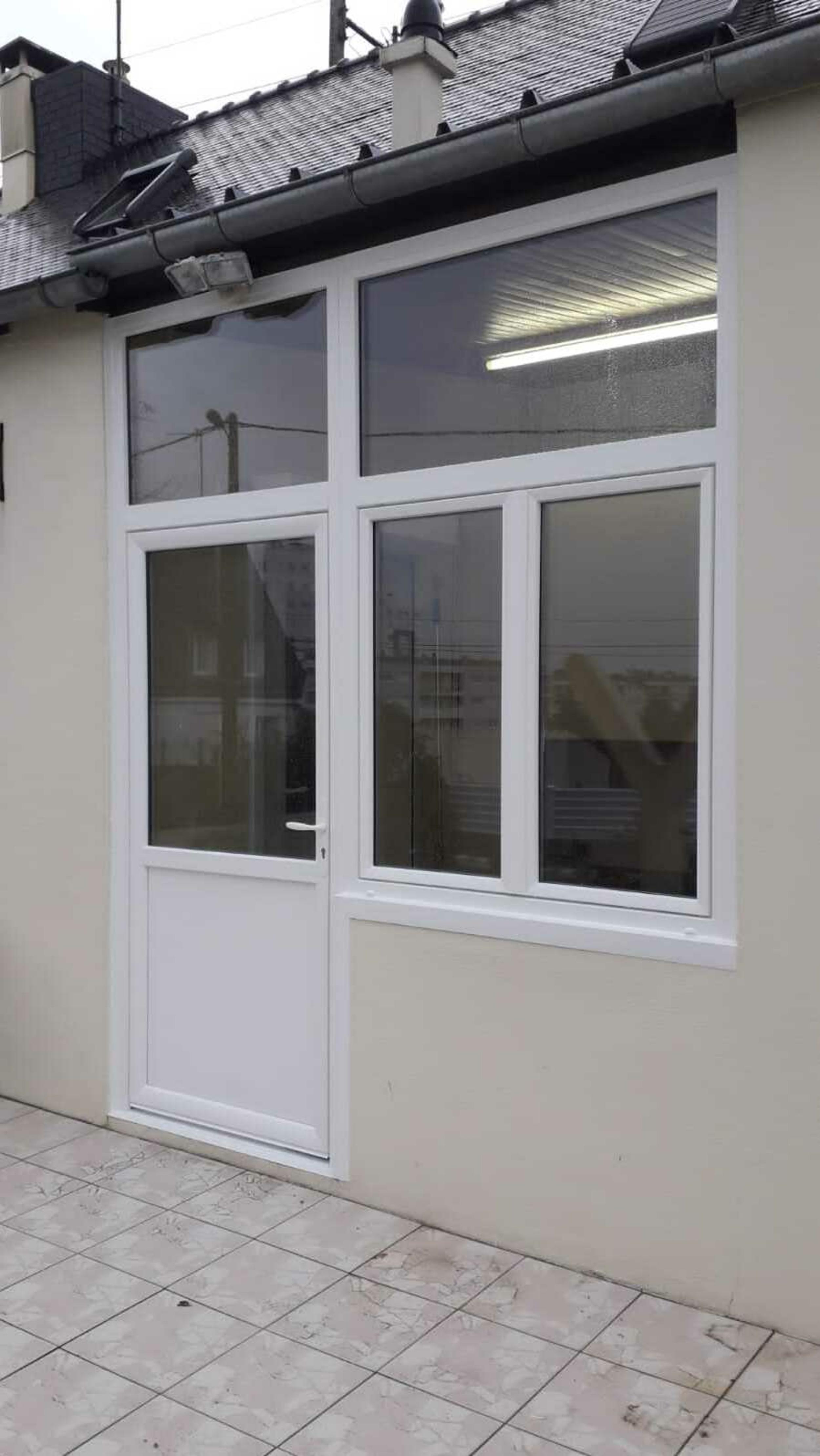 Pose porte d''entrée, impostes et fenêtres - PVC Blanc