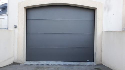 Pose porte de garage avec moteur - Porte GYPASS - Caudan