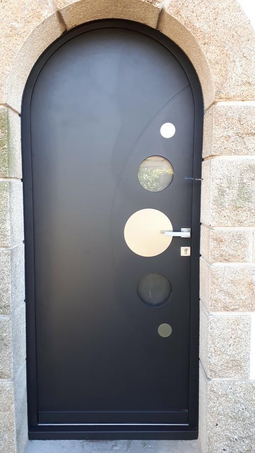 Pose d''une porte d''entrée aluminium - Lanester (56)