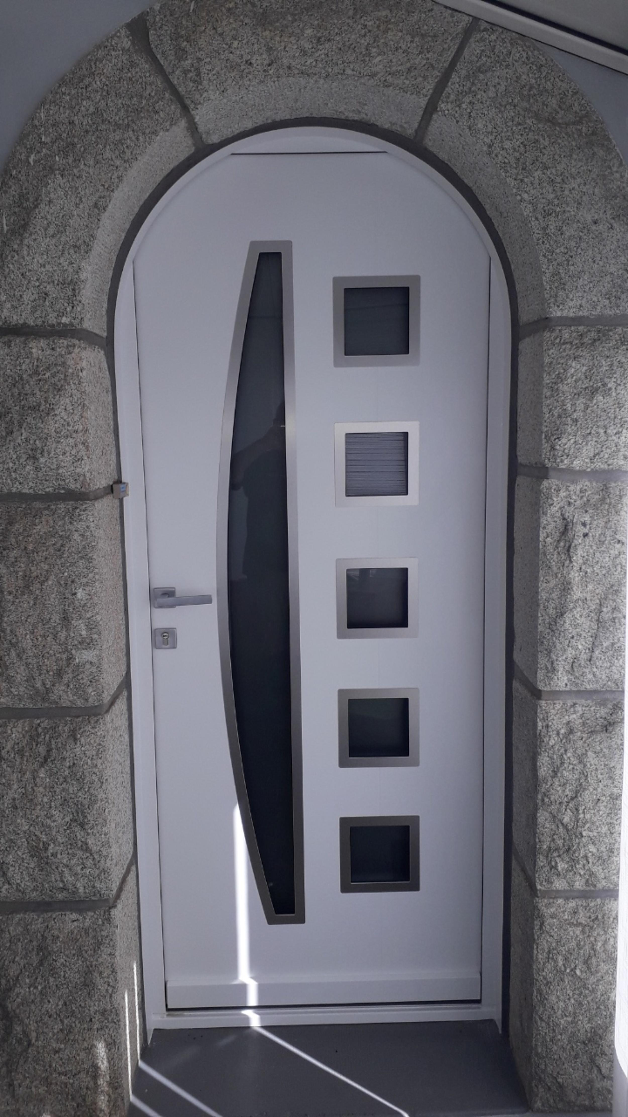 Pose d''une porte d''entrée - Merlevenez (56)