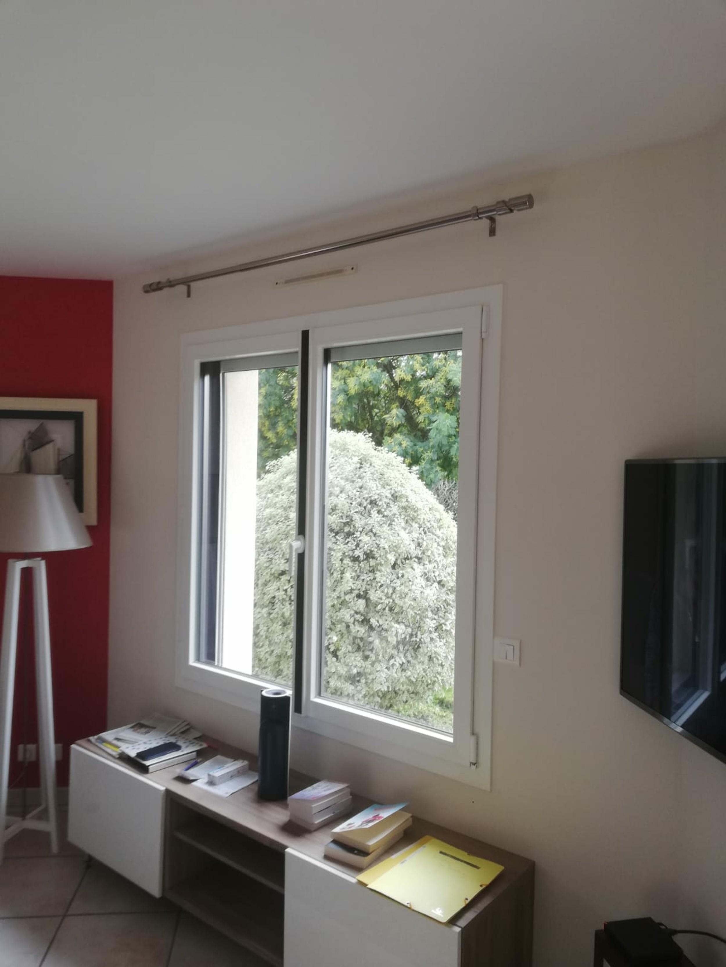 Rénovation fenêtre fibre avec insert déco noir