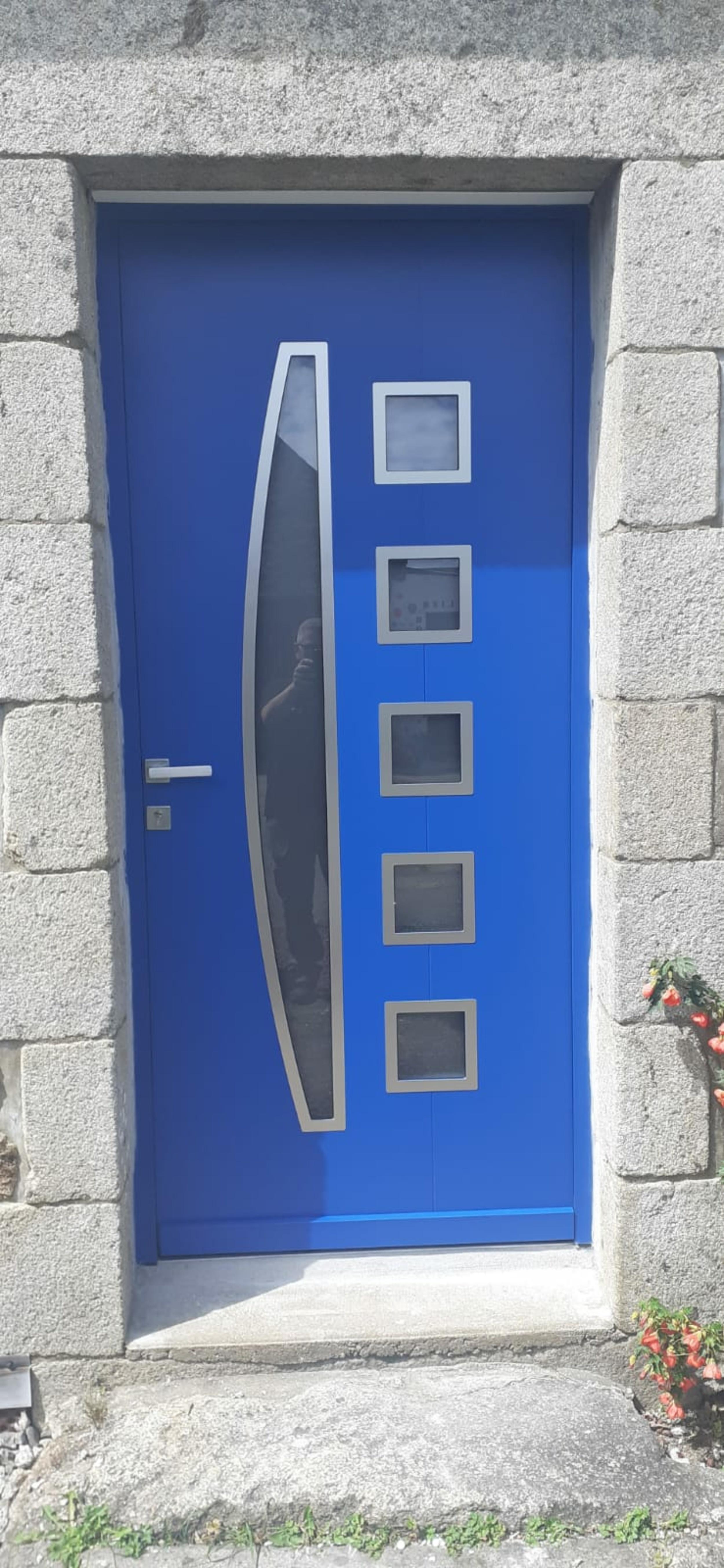 Rénovation porte d''entrée alu bleu - Guidel
