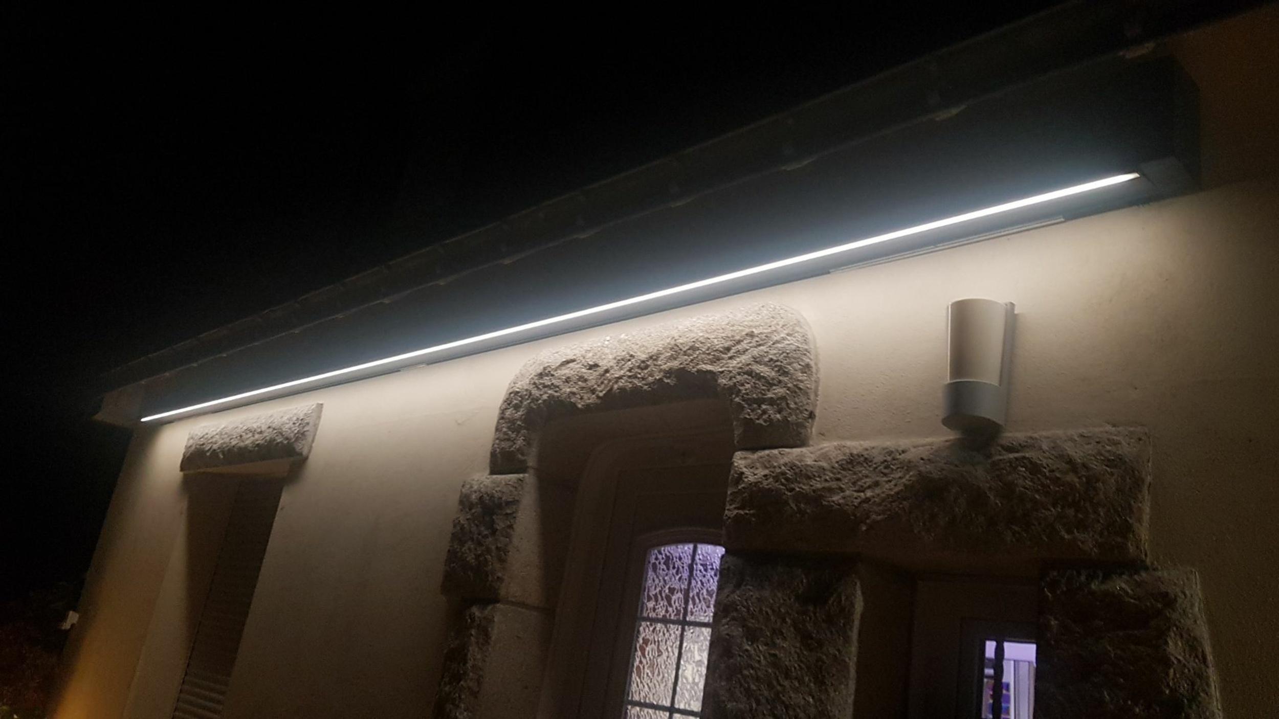 Store banne avec bras à LED