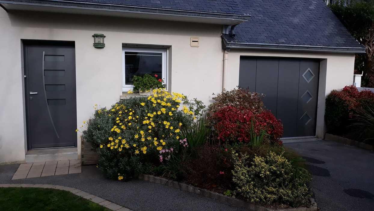 Installation porte de garage motorisée et porte d''entrée - Lanester 0