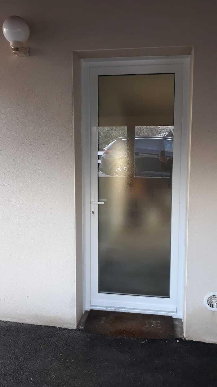 Installation porte d''entrée vitrée - Hennebont 0