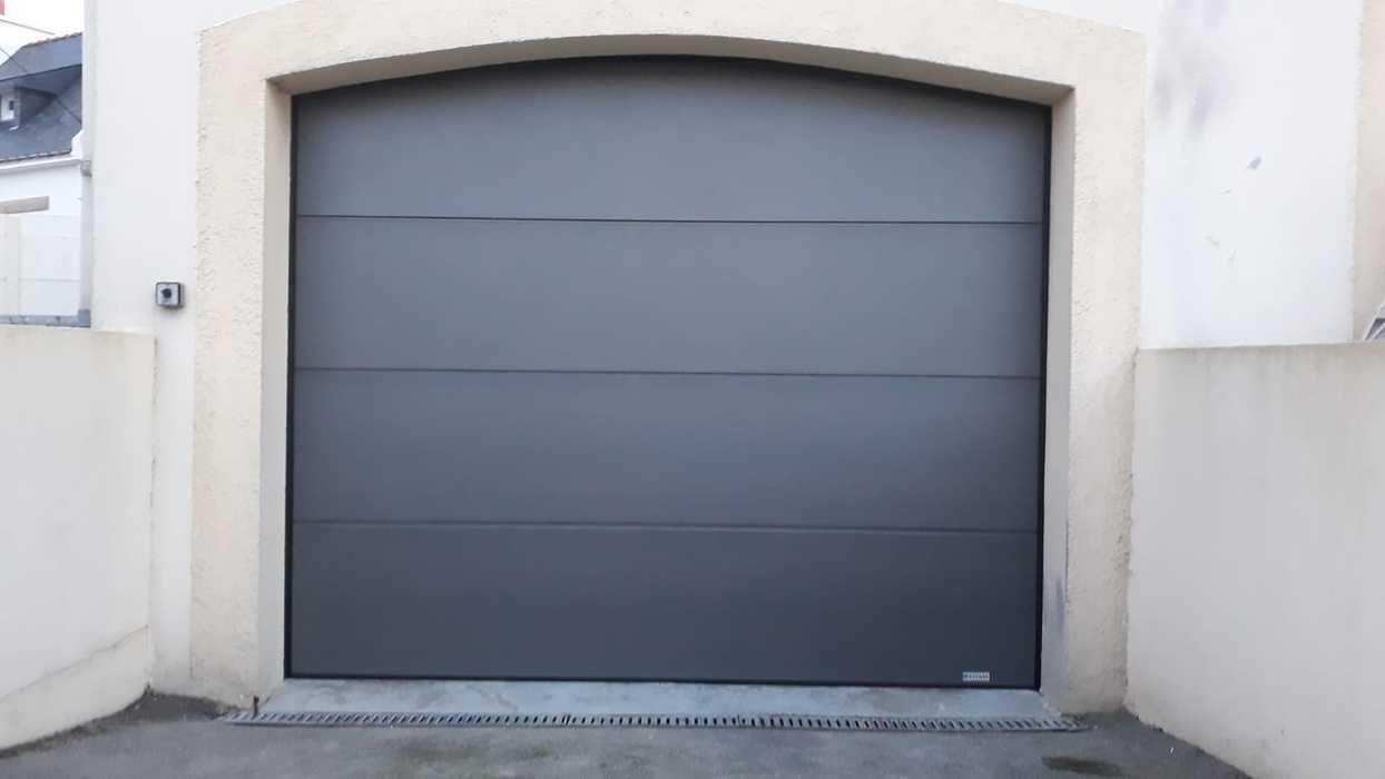 Pose porte de garage avec moteur - Porte GYPASS - Caudan 0