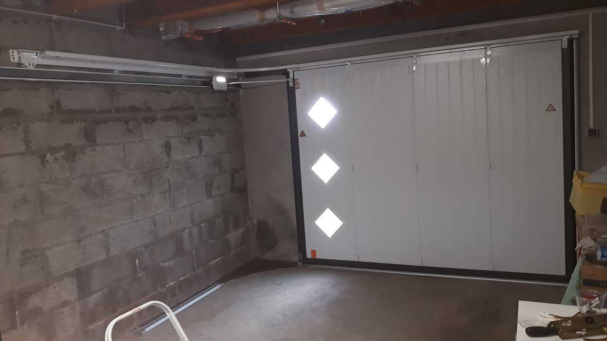 Porte de garage latérale motorisée - Lanester 0