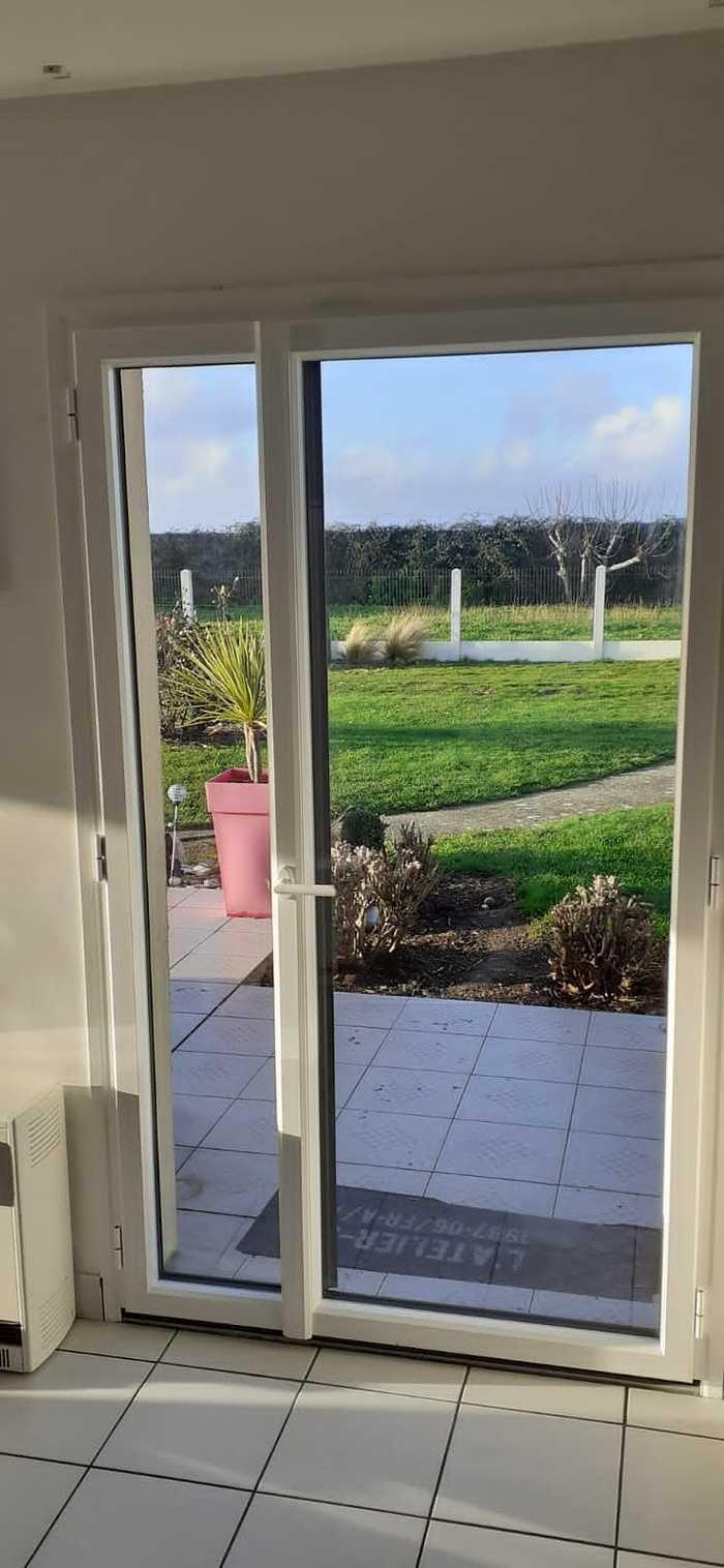Baie vitrée alu coulissante et portes fenêtres 2 vantaux asymétriques - Gavres - Morbihan portefenetresalu2vantauxasymetriquesposesurgavres