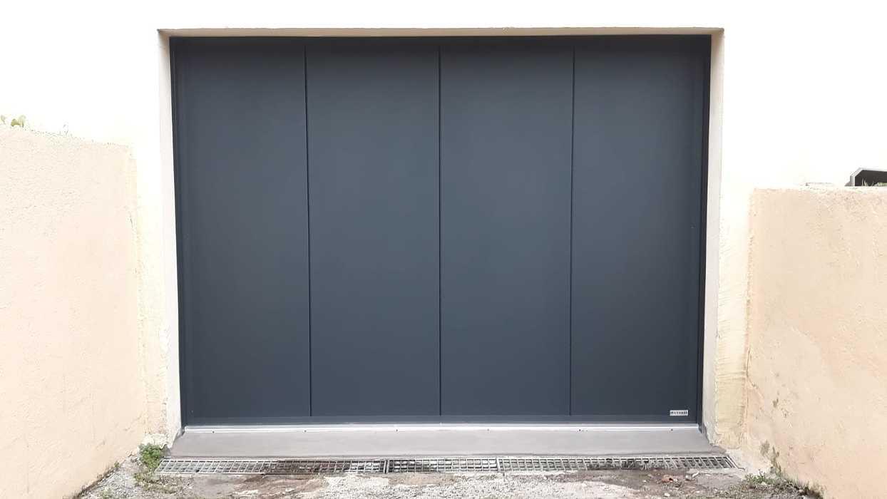 Porte de garage motorisée à déplacement latéral - Caudan 0