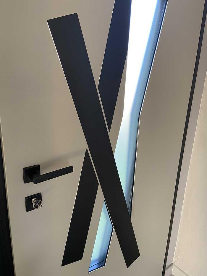 Porte d''entrée alu avec cadre et insert noirs- Hennebont fichier0007