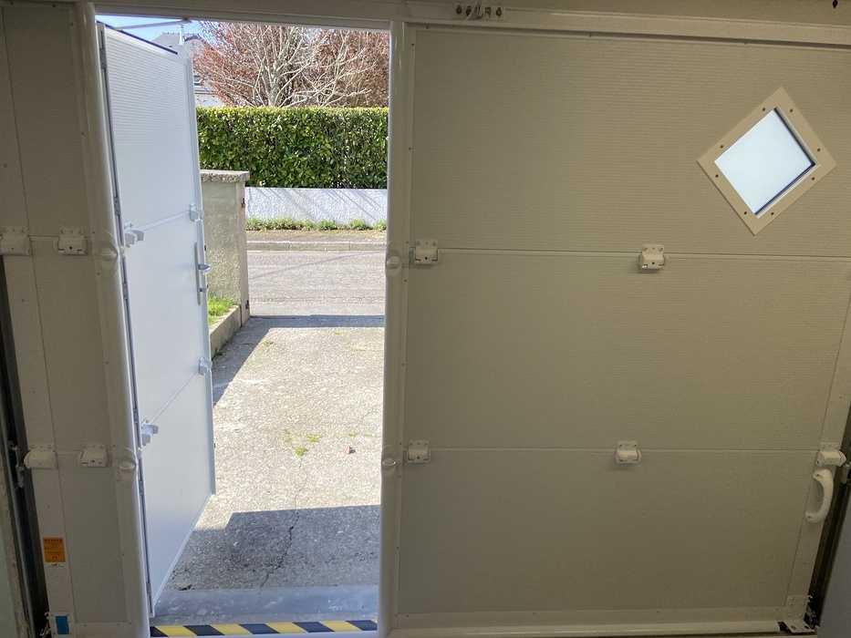 Porte de garagerefoulement plafond avec portillon - Larmor Plage fichier000111