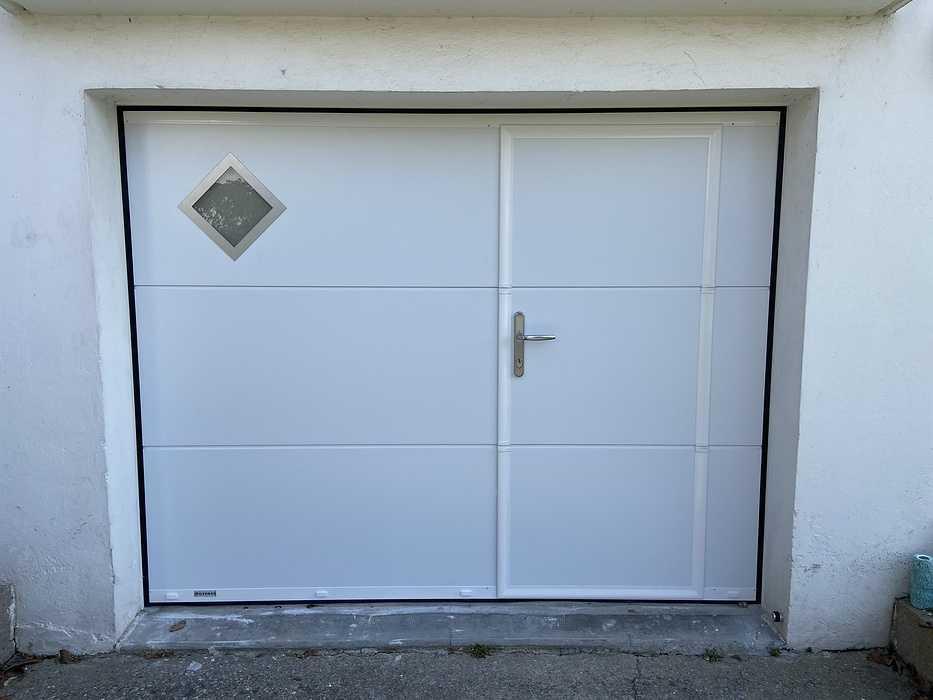 Porte de garagerefoulement plafond avec portillon - Larmor Plage fichier0009