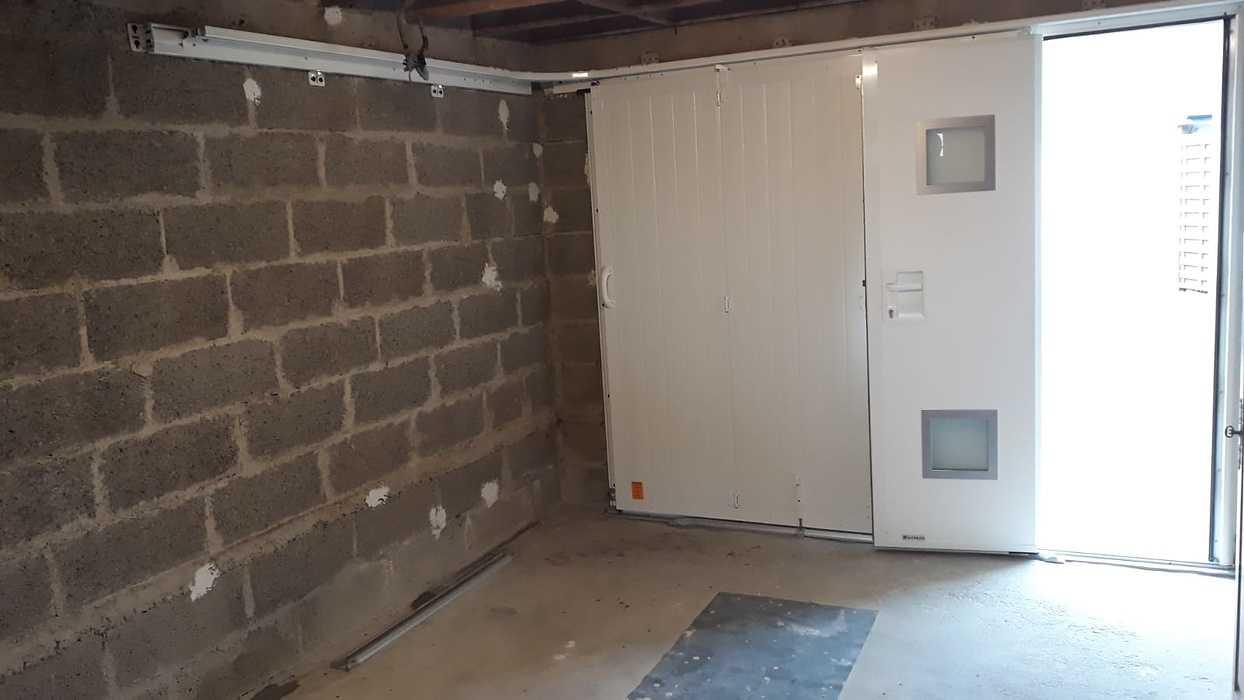 Porte de garage latérale avec portillon - Locmiquélic photo-2021-06-17-18-57-451