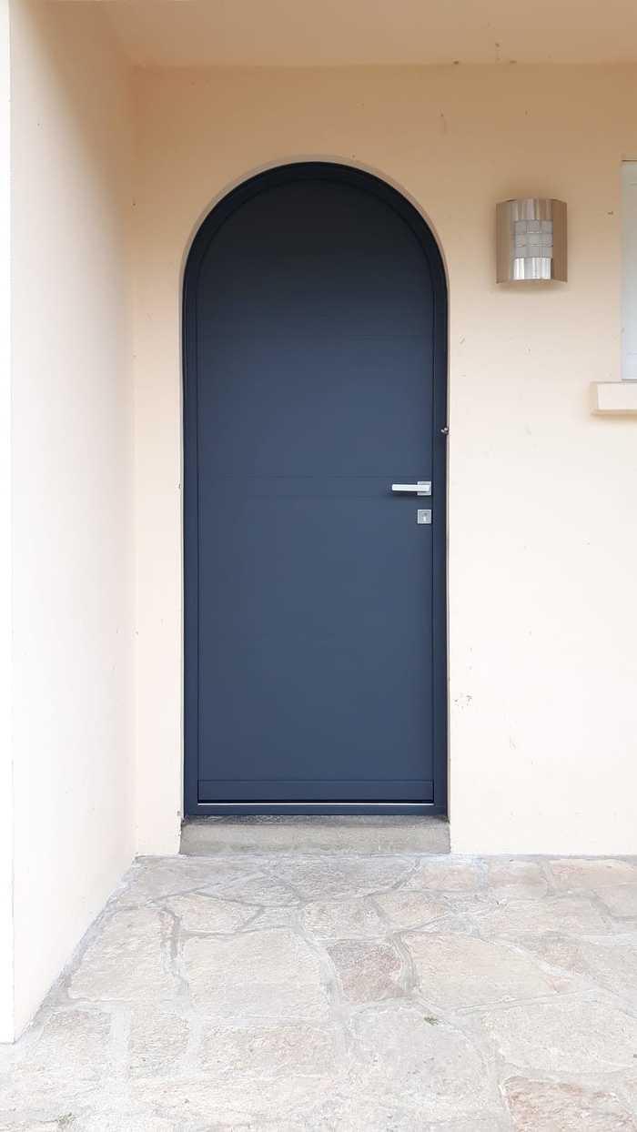 Porte d''entrée cintrée - alu bleu - Quimperlé 0