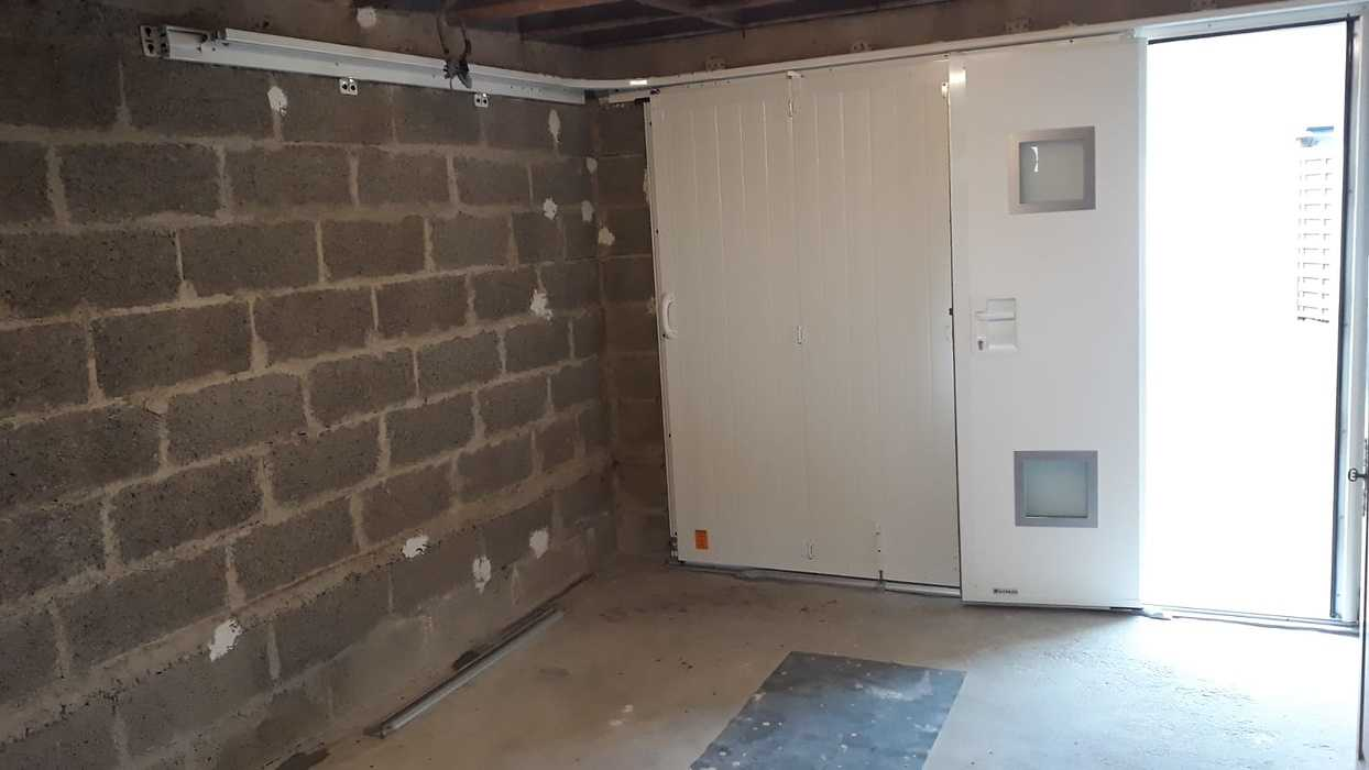 Porte de garage manuelle avec portillon - Locmiquélic photo-2021-06-17-18-57-4511