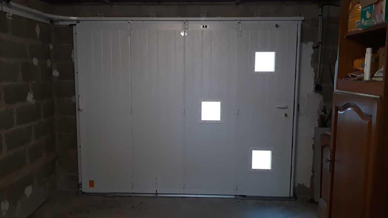 Porte de garage manuelle avec portillon - Locmiquélic photo-2021-06-17-18-57-452