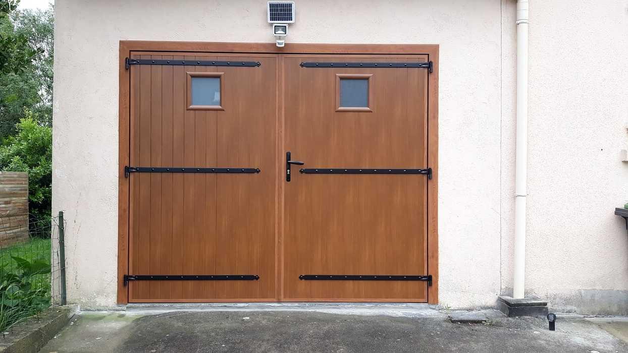 Porte de garage alu effet bois - Gestel 0