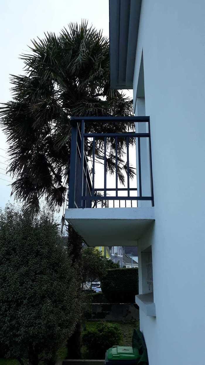 Installation de garde corps alu sur balcon - Lorient gardescorpsaluminiumposesalorient2