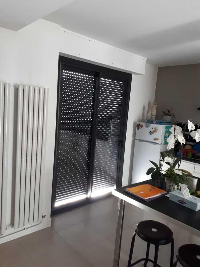 Pose d''une porte fenêtre alu noir avec volets roulants - Hennebont -56 0