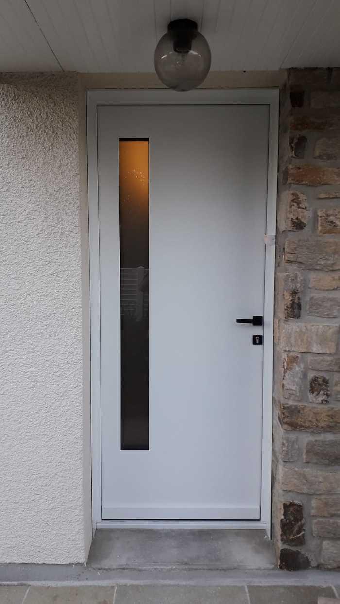 Pose porte entrée alu blanche - Lanester -56 0